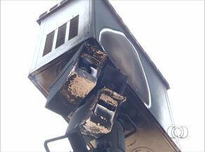 Radares entre Palmas e Taquaralto são queimados por vândalos - Radares entre Palmas e Taquaralto são queimados por vândalos