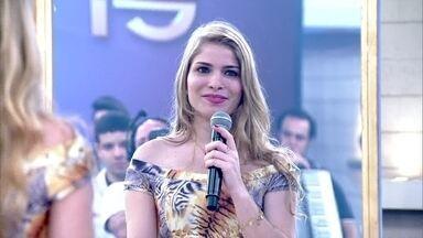 Ana Carolina se acha bonita, mas mudaria algumas coisas no seu corpo - Jovem da plateia não gosta de seu nariz e seios
