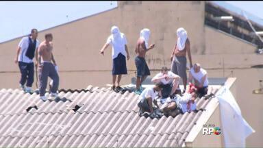 Presos fazem rebelião em penitenciária de Londrina - Há fumaça e ao menos dois reféns.