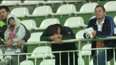 Torcedores da dupla Atletiba comentam mau momentos das equipes - Atlético-PR despencou na tabela e o Coritiba voltou a se preocupar com a zona de rebaixamento