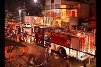 Moradores relatam drama de perder casa destruída pelo fogo no bairro da Pedreira - Incêndio destruiu imóvel na travessa Mariz e Barros na noite da última segunda (5).