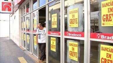 Greve dos bancos surpreende clientes em Fortaleza - Paralisação é por tempo indeterminado, diz sindicato.