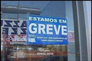 Agências bancárias de Uberlândia aderem à greve nacional - Trabalhadores da região pararam por tempo indeterminado.Sindicato faz ações; Federação está fazendo negociações.