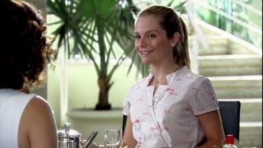 Júlia fica animada ao tomar café com os Sílvia e Raul - Cadore se recusa a comer com a família