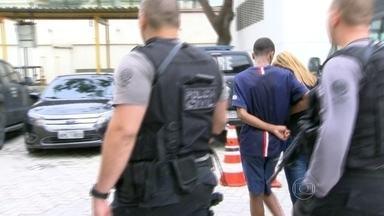 Vinte traficantes são presos em operação da Polícia Civil no Rio e na Baixada Fluminense - Eles foram investigados por homicídios, tráfico de drogas e armas, roubos e extorsões. Polícia ainda busca 28 foragidos.