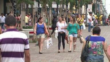 Comércio estabele calendário especial de fim de ano em Londrina - Do dia 07 ao dia 23 de dezembro o horário do atendimento do comércio de rua nos dias de semana vai ser das 09h às 22h.