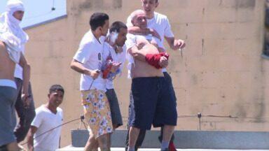 Presos ameaçam reféns durante rebelião na Penitenciária de Londrina - Polícia Militar afirma que ao menos 10 detentos são feitos reféns. Mais de 1.000 presos da Penitenciária de Londrina (PEL II) estão rebelados.
