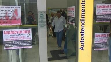 Bancários do Amazonas aderam à greve nacional - Adesão inicial é 40%; sindicato afirma que categoria pede reajuste salarial de 15%.