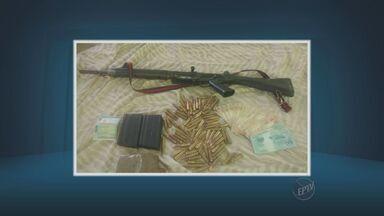 Três são presos após apreensão de arma em Campinas - Foi apreendido um fuzil argentino durante um patrulhamento pelo bairro Satélite Íris.