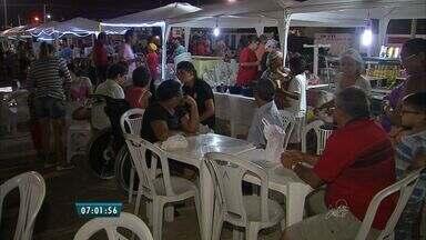 Feiras animam noites nos arredores da Arena Castelão - Barracas oferecem gastronomia variada, aulas de dança, brinquedos para as crianças, entre outros serviços.