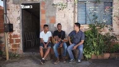 Augusto e Ariel falam sobre início da carreira em Araguari - Augusto e Ariel contam sobre a emoção no palco do Esquenta!