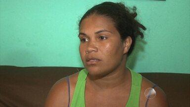Dona de casa é presa por desacato a promotora no sul da Bahia - Sem o dinheiro pra pagar a fiança de mais de R$ 2 mil, ela ficou presa por três dias e só foi solta depois que moradores fizeram uma vaquinha e conseguiram o dinheiro.