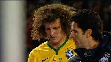 David Luiz é diagnosticado com trauma no joelho esquerdo e Marquinhos deve ocupar vaga - Zagueiro da seleção é dúvida para próxima partida contra a Venezuela