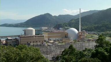 Sindicato anuncia demissões em construção de usina em Angra dos Reis, RJ - Mais de mil trabalhadores envolvidos na construção da usina nuclear de Angra 3 foram dispensados; obras, que já foram adiadas por 25 anos, agora estão paralisadas.