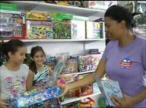 Representante do Procon ajuda pais na hora da compra dos presentes das crianças - Representante do Procon ajuda pais na hora da compra dos presentes das crianças
