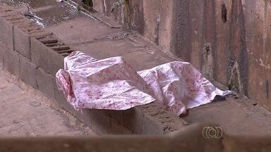 Homem é encontrado morto na Marginal Botafogo, em Goiânia - O corpo do jovem de 26 anos foi encontrado pela polícia no canal do Córrego Botafogo, próximo ao viaduto da Avenida Araguaia, região central de Goiânia.