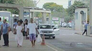 Ônibus da linha verde param durante a tarde desta sexta-feira em Campinas, SP - A empresa disse que não houve atraso no pagamento, que foi feito na quinta-feira e cairia na conta dos trabalhadores até meia-noite.
