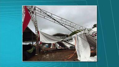 Temporal causa estragos em várias cidades do Paraná - Em Cornélio Procópio a cobertura do centro de eventos foi ao chão e os shows da Exposição da cidade foram cancelados.