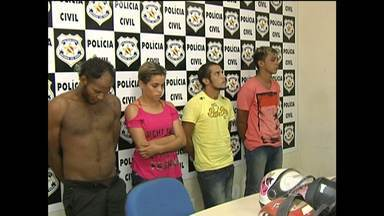 Quatro são presos por envolvimento com morte na Avenida Tapajós - Segundo a polícia, dois alugaram moto, um estava na casa e o outro atirou.Homem de 27 anos foi morto com um tiro na cabeça durante a madrugada.