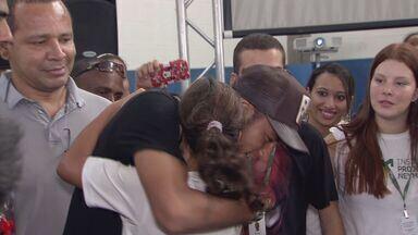 Neymar visita instituto durante festa de Dia das Crianças - Instituto atende mais de 2 mil crianças