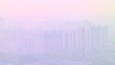 Manaus ainda sofre com fumaça de queimadas - Apesar da sensação de trégua, nuvem de fumaça ainda afeta capital