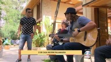 André Marques dança ao som de Falamansa - 'É de Casa' recebe a banda de forró de São Paulo