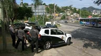 Políca prende 8 pessoas durante operação no Complexo do Caramujo, em Niterói - O principal alvo da operação era o traficante Rodrigo Silva Rodrigues, conhecido como Tineném. Mas ele não foi encontrado.