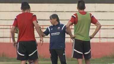 Botafogo-SP se prepara para partida contra o São Caetano em Ribeirão Preto, SP - Confronto decidirá semifinalista e acesso à série C do Campeonato Brasileiro de 2016.