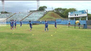 Parada na Série C prolonga ansiedade do Londrina - Tubarão não vê a hora de enfrentar o Confiança, em busca do retorno para a Série B do Brasileiro