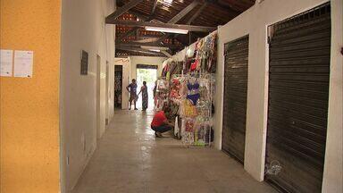 Moradores reclamam de fechamento do mercado do Bairro José Walter nos domingos e feriados - Confira na reportagem de Alana Araújo.