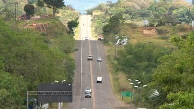 Ultrapassagem proibida em estradas federais gera mais de 30 mil multas na Bahia - Reportagem mostra flagrantes da infração.