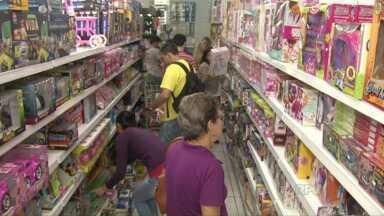 Dia das crianças movimenta economia em Foz - No Paraguai, o movimento foi bem menor que nos outros anos.