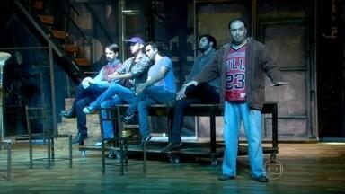 """Estreia neste sábado a peça """"Ou tudo ou nada"""" - Musical é a versão brasileira de um sucesso do cinema americano. E traz a história de seis desempregados que resolvem fazer um espetáculo de striptease para ganhar dinheiro."""