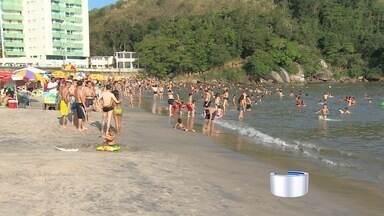 Para turistas e comerciantes, temporada de verão começou neste fim de semana - Praias do litoral norte ficaram cheias neste sábado (10).