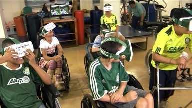 Palmeiras lança óculos de realidade virtual e permite crianças conhecer seu estádio - Meninos e meninas com necessidades especiais tiveram o prazer de conhecer a Arena do clube.