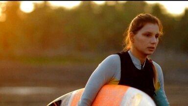 Maya Gabeira se prepara para encarar novamente onda gigante em Portugal - Surfista precisou de 2 anos para agora encarar novamente as ondas da praia de Nazaré.