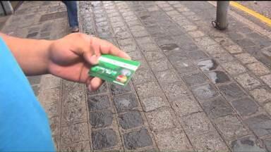 Metrocard suspende cobrança de dez passagens para emitir cartão - Decisão foi anunciada nesta quarta-feira (14) após notificação do Procon.