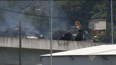 Incêndio complica vida de motoristas que chegavam à Baixada Santista - Acidente bloqueou via nesta quinta-feira (15)