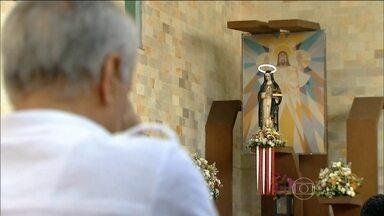 Endividados pedem ajuda no dia de Santa Edwiges - País tem mais de 57 milhões de pessoas com dívidas em atraso. Quanto mais complicada está a economia, mais lotadas ficam as igrejas de Santa Edwiges.
