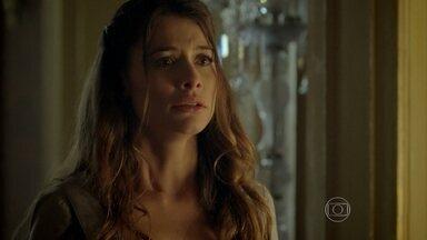 Lívia perde a cabeça e dá um tapa na cara de Melissa - Felipe toma partido da amada e manda Melissa sair do casarão imediatamente