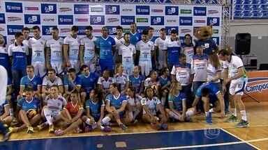 Elencos do vôlei feminino e masculino do Minas são apresentados à torcida - Tandara, campeã olímpica, de 27 anos, foi apresentada junto com todo o elenco para a temporada 2016
