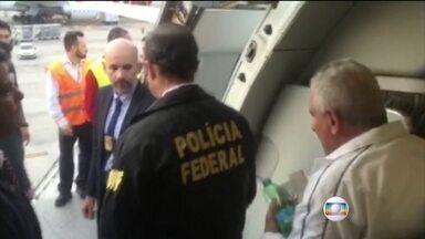 Henrique Pizzolato já está de volta ao Brasil - Ex-diretor de Marketing do Banco do Brasil desembarcou sob vaias na manhã desta sexta-feira (23) em São Paulo. Ele vai ficar preso em Brasília.