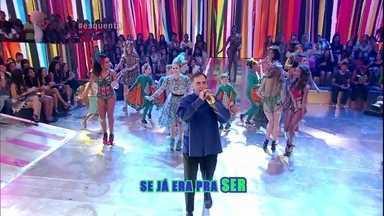 Arnaldo Antunes canta música nova 'Põe Fé Que Já É' - O cantor dança muito com a galera do Esquenta!