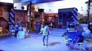 Time do Eri Johnson assume a história - Seu Bira (Stênio Garcia) e Nicoly (Juliana Alves) chegam para a festa