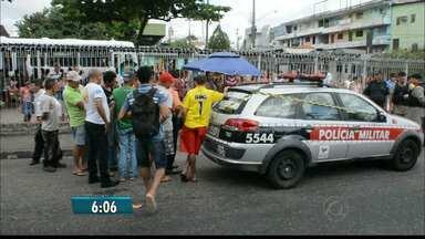 Mulher é assassinada no Varadouro em João Pessoa - Ela foi morta com dois tiros quando passava na rua entre o Terminal de Integração e a Rodoviária.