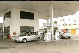 Assaltantes se passam por frentistas durante assalto a posto de combustíveis em Campos - Funcionários foram feitos reféns durante assalto.