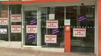 Bancários fazem assembleias para decidir rumos da greve - As negociações avançaram e a greve que já dura três semanas pode chegar ao fim.