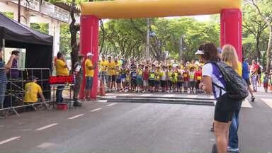 Crianças e adolescentes participam da Corrida Rústica Mandacaru - Eles percorreram trajetos de mil e 300 a 5 mil metros
