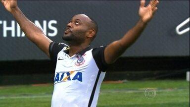 Com um gol de Vagner Love, Corinthians vence Flamengo de Guerrero - Atacante peruano vê Timão vencer por 1 a 0 e ficar cada vez mais próximo do título