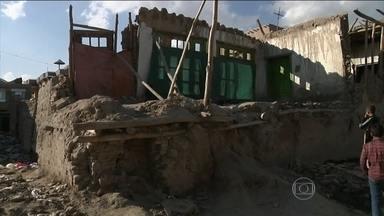 Terremoto mata mais de 130 pessoas no Afeganistão e no Paquistão - Tremor de 7.5 de magnitude foi sentido também na Índia.